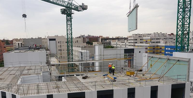 Proceso de construcción d eun edificio industrializado con Paneles 2D por Avintia